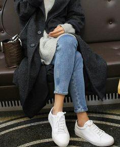 Calca jeans + tricôs + tênis branco