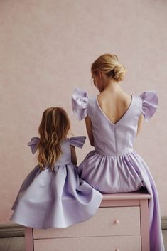 Yulia Prokhorova Beloe Zoloto {Mother and Daughter} Mercedes-Benz Fashion Week Russia Source by and daughter Mother Daughter Matching Outfits, Mother Daughter Fashion, Mom Daughter, Mother Daughters, Mother Son, Fashion Kids, Look Fashion, Mom And Baby Outfits, Kids Outfits