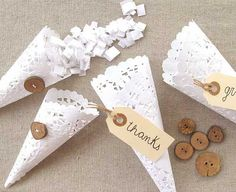 To hold rose petals to throw at the end of the ceremony:) Paper Doily Wedding Crafts. Diy Wedding Projects, Wedding Crafts, Diy Projects, Wedding Favors, Party Favors, Wedding Ideas, Diy Favours, Wedding Souvenir, Paper Lace Doilies