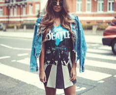 """""""Fomos na faixa de pedestre mais famosa de Londres, só pra fazer uma foto igual a estampa maravilhosa desse vestido da @amycollectiontshirts Para os…"""""""