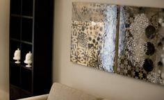 pannelli realizzati in tecnica mista , resina e foglia oro  (di STUDIO PAOLA FAVRETTO SAGL - INTERIOR DESIGNER)