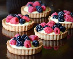 La Madeleine Fruit Tart // Almond Tart Crust la madeleine's famous copycat recipe for the best almond tart shell filled with homemade pastry cream and fresh berries Mini Desserts, Just Desserts, Delicious Desserts, Yummy Food, Health Desserts, Dessert Crepes, Berry Tart, Mix Berry, Berry Trifle