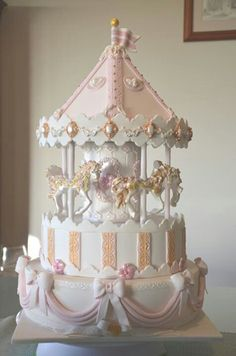 Amazing version of the Carousel cake from Sharon Smith. To see the online course. Baby Cakes, Baby Shower Cakes, Carousel Cake, Carousel Birthday, Carousel Party, Birthday Cake, Birthday Parties, Fondant Cakes, Cupcake Cakes
