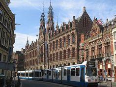 Magna Plaza es el primer centro comercial del centro de la ciudad de #Ámsterdam. http://www.guias.travel/blog/llevate-las-mejores-vistas-de-amsterdam-visita-el-magna-plaza/ #turismo #viajar #Holanda