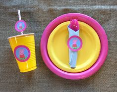 Take your party to the next level with this super cute tableware set featuring everyone's favorite, Peppa Pig.Make setting up for your little one's party a breeze. This bundle includes plates, cups, r