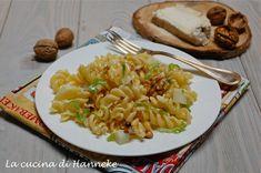 Con l'abbassarsi delle temperature viene voglia di piatti più robusti ed ecco la pasta con le verze, taleggio e noci, un primo da leccarsi i baffi!