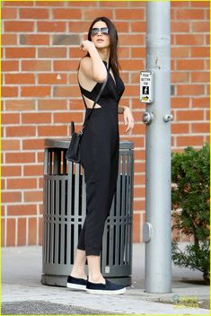 kendall jenner hailey baldwin cross street together 09 Kendall Jenner Outfits, Kendall And Kylie Jenner, Gigi Hadid Style, Dresses For Work, Summer Dresses, International Fashion, Chic Outfits, Dress Skirt, Street Style