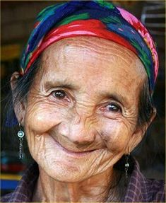 O sorriso encanta e mostra a juventude do Espírito..... Beautiful Smile, Beautiful People, Old Faces, The Face, Ageless Beauty, Aging Gracefully, Interesting Faces, Happy People, Smile Face