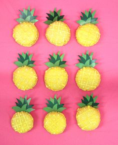How cute are these pineapple macarons? They're a fun summer snack and they'd be for a tropical or Hawaiian party theme - or you could go all out and throw a whole pineapple party! Cute Birthday Ideas, Birthday Party Snacks, Luau Party Snacks, Macarons, Hawaiian Birthday, Hawaiian Parties, Hawaiian Theme, Luau Birthday, Hawaiian Luau