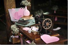 Decoração (192) Garrafa Diy, Table Decorations, Home Decor, Wedding Ideas, Blog, Design, Rustic Vintage Decor, Typewriter, Retro Decorating
