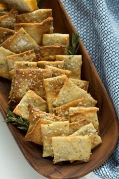 Rosemary Sea Salt Crackers — These easy homemade crackers are the perfect addition to your cheese plate, or just to have on hand for snacking. Also, how to make a killer cheeseplate with ingredients from the regular grocery store! Vegetarian Recipes, Cooking Recipes, Healthy Recipes, Cooking Gadgets, Kitchen Recipes, Savory Snacks, Healthy Snacks, Healthy Crackers, Gluten Free Crackers