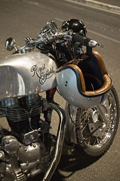 Royal Entfield #caferacer #motos #motorcycles | caferacerpasion.com
