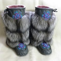 Native Beading Patterns, Fabric Beads, Native American Fashion, Fur Fashion, Leather Working, Fancy, Fox Fur, Wisdom Quotes, Beadwork