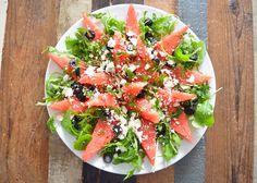 Op de valreep nog een echte zomerse salade met watermeloen. De combinatie lijkt een beetje vreemd, maar het is echt een aanrader! Bruschetta, Feta, Bbq, Ethnic Recipes, Barbecue, Barrel Smoker