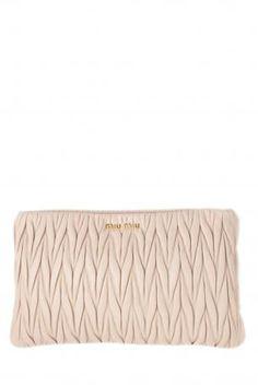 3316acb63e17 Case - clutch bag - Pochette matellassè miu miu - clutch bag in quilted  leather in pink powder color. Lined in pink fabric.