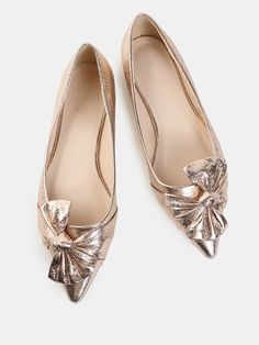 Shop Metallic Bow Pointy Flats ROSE GOLD online. SheIn offers Metallic Bow Pointy Flats ROSE GOLD & more to fit your fashionable needs.
