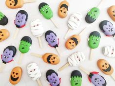 Halloween Cake Pops, Halloween Sweets, Halloween Baking, Halloween Cookies, Halloween Boo, Halloween Themes, Cake Topper Tutorial, Cake Toppers, Paletas Chocolate