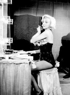 film 1953 - Gentlemen prefer blondes - Page 4 - Divine Marilyn Monroe Vintage Hollywood, Hollywood Glamour, Classic Hollywood, Hollywood Vanity, Norma Jean Marilyn Monroe, Marilyn Monroe Photos, Gentlemen Prefer Blondes, Brigitte Bardot, Minimalism