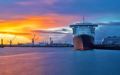 Download wallpapers Queen Mary 2, sunset, cruise ship, port