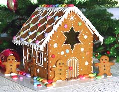 Simple-Inspiring Gingerbread House Ideas-17