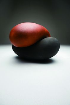 Clay art by ICHINO Masahiko of Japan (1961- ), a ceramic artist who manifests the duality of romantic post-modernism borne from traditional reverie, is credited for reviving the medieval glories of Tamba, one of the famed Six Old Kilns of Japan. In 1995, Ichino was the youngest artist ever to win the Grand Prix at the 13th Japan Ceramics Exhibition.