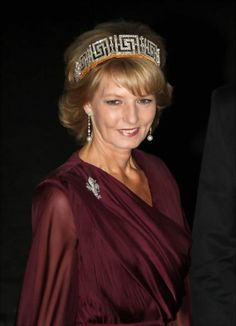 HRH Crown Princess Margarita of Romania, wears the Romanian Greek Key Tiara. Noted as being possibly the last Tiara in the exiled royal house. Royal Crowns, Royal Tiaras, Tiaras And Crowns, George Balanchine, Romanian Royal Family, Princesa Victoria, Royal Families Of Europe, Diamond Tiara, Casa Real