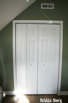 Plain white builder grade closet doors makeover to look like wood