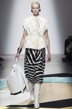 223468f2edb4 Acne Studios Fall 2014 Ready-to-Wear Fashion Show - Irene Hiemstra (Viva)