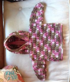 http://www.lionbrand.com/patterns/60224AD.html?iP=1 Easy zippered back baby hoodie pattern