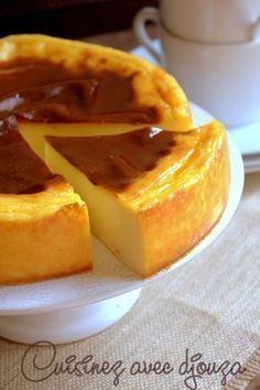 Une recette de flan pâtissier sans pâte de Christophe Michalak, ou le flan parisien gourmand et généreux. Sa texture crémeuse vous enchantera. Cheesecake, French Desserts, French Food, Flan Dessert, Dessert Recipes, Mousse, Recipe Image, Tarte Au Flan, Flan Parisien