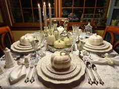 Fall and Thanksgiving Table Settings that Inspire Fall Table Settings, Thanksgiving Table Settings, Beautiful Table Settings, Thanksgiving Tablescapes, Thanksgiving Decorations, Table Decorations, Place Settings, Thanksgiving Ideas, Holiday Ideas