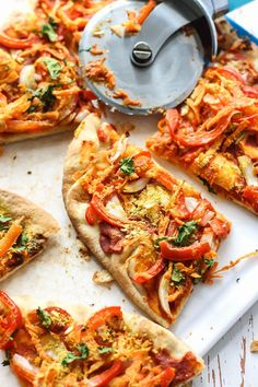 A mix of red curry and tomato paste creates the sauce for this Easy Vegan Thai Naan Pizza. Throw on some veggies and this pizza is ready in less than 20 minutes! Pizza Recipes, Whole Food Recipes, Vegetarian Recipes, Dinner Recipes, Cooking Recipes, Dinner Ideas, Flatbread Recipes, Kitchen Recipes, Yummy Recipes