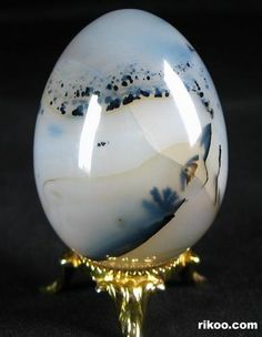 Dendritic agate is one of my most favorite stones. Its provisionary in that, it brings what you need most. Wether or not you are aware of what that happens to be, is another story. Carry it in the left pocket.