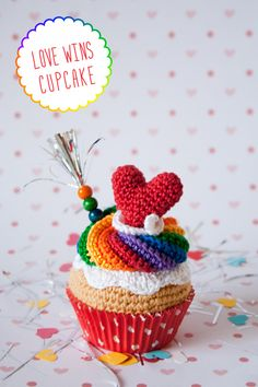 "Love Wins Corchet Cupcake by ""I am a Mess""                                                                                                                                                      Más"
