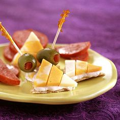 Candy corn crackers, cute for Halloween! How-to: http://www.midwestliving.com/food/holiday/easy-halloween-sweets-snacks/page/26/0