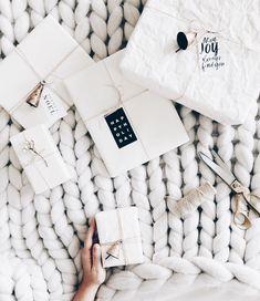 8 beautiful rustic gift wrapping ideas (my scandinavian home) - - Kochen - Christmas Gifts Present Wrapping, Creative Gift Wrapping, Wrapping Ideas, Creative Gifts, Noel Christmas, All Things Christmas, White Christmas, Christmas Crafts, Christmas Decorations