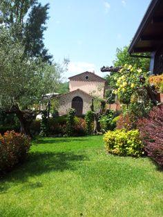Colori e profumi di primavera nel paco del Casale www.anticocasaledeimascioni.it