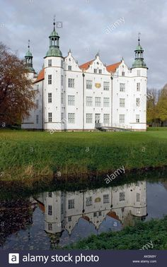 Castle Ahrensburg, Germany - AK5N9Y from Alamy's library of millions of high resolution stock photos