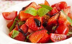 Strawberry tomato salad with balsamic glaze and basil Strawberry Balsamic, Strawberry Recipes, Fruit Recipes, Summer Recipes, Strawberry Sweets, Strawberry Picking, Strawberry Fields, Easy Recipes, Healthy Fruits