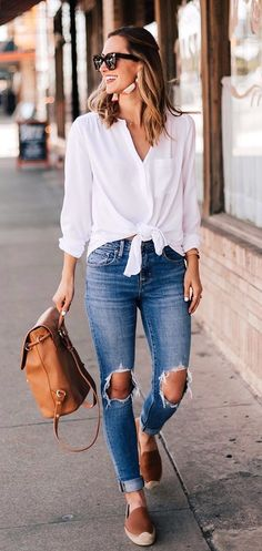 summer outfits White Shirt + Destroyed Skinny Jeans
