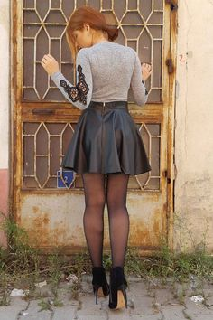 Sexy Legs Love Stockings – Fulfilling your desire of seeing women wearing pantyhose, tights, tight dresses, tight shorts, and of course stockings. Fashion Tights, Tights Outfit, Skirt Fashion, Hijab Fashion, Pantyhose Outfits, Pantyhose Legs, Nylons, Skirt Outfits, Cute Outfits