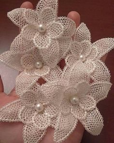 This post was discovered by Sür Burlap Flowers, Diy Flowers, Crochet Flowers, Fabric Flowers, Leaf Crafts, Flower Crafts, Diy And Crafts, Paper Flower Art, Paper Flowers