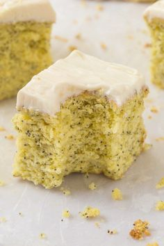 Healthy Flourless Keto Lemon Poppy Seed Breakfast Cake topped with a guilt-free thick frosting! An easy ketogenic and vegan breakfast recipe packed with protein- A fluffy and moist cake, yet tender on the outside, LOADED with lemon flavor! Patisserie Sans Gluten, Dessert Sans Gluten, Paleo Dessert, Gluten Free Desserts, Vegan Desserts, Healthy Sweets, Healthy Baking, Healthy Breakfasts, Healthy Foods
