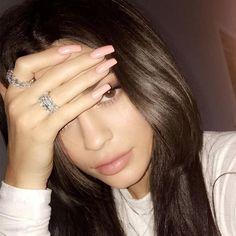 Nails Natural Kylie Jenner 38 New Ideas Kylie Jenner Ringe, Kylie Jenner Hair, Estilo Kylie Jenner, Kylie Jenner Jewelry, Kendall Jenner, Acrylic Nails Kylie Jenner, Kylie Nails, Coffin Nails Designs Kylie Jenner, Khloe Kardashian Nails