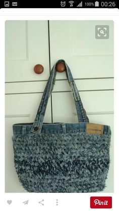 Crochet crochet old jeans. Think I would locker hook with strips o. Love, old jeans. Think I would locker hook with strips o. crochet old jeans. Think I would locker hook w. Crochet Handbags, Crochet Purses, Crochet Bags, Love Crochet, Knit Crochet, Diy Sac Pochette, Denim Crafts, Recycle Jeans, Recycled Denim