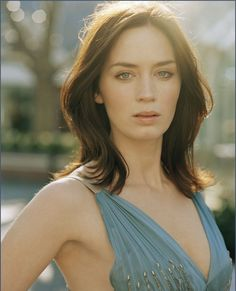 Astounding Emily Blunt The Young Victoria Looper Devil Wears Prada Hair Short Hairstyles Gunalazisus