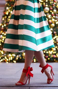 With thick modern Scottish green and ivory stripes presented with lovely pleats, this skirt is quite the subtle statement this holiday season. Scottish Green Striped Midi Skirt featured by skirttherulesblog