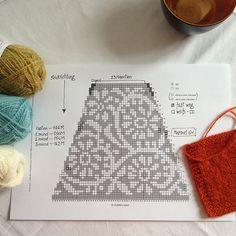 ~ Living a Beautiful Life ~ Ravelry: purpurschnecke's ribollita (arbeitstitel) Filet Crochet, Crochet Motif, Knit Crochet, Shawl Patterns, Cool Patterns, Knitting Charts, Knitting Patterns, Fair Isle Pattern, Fair Isle Knitting