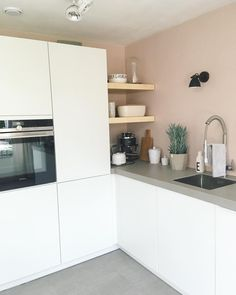 Color in the kitchen Kleur in de keuken - Own Kitchen Pantry Kitchen Decor, Kitchen Inspirations, Home Decor Kitchen, New Kitchen, White Kitchen Design, Home Kitchens, Kitchen Diner, Kitchen Design, Kitchen Dining Room