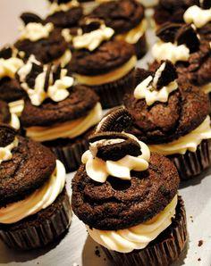 Oreo cupcake with oreo